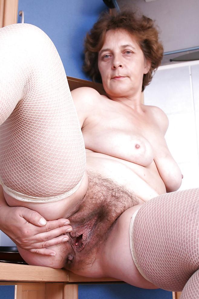 пиздой порно бабушки волосатой в с